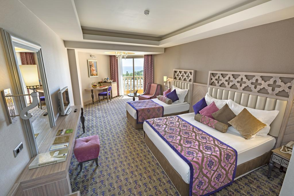 Royal_alhambra_Turcia_side
